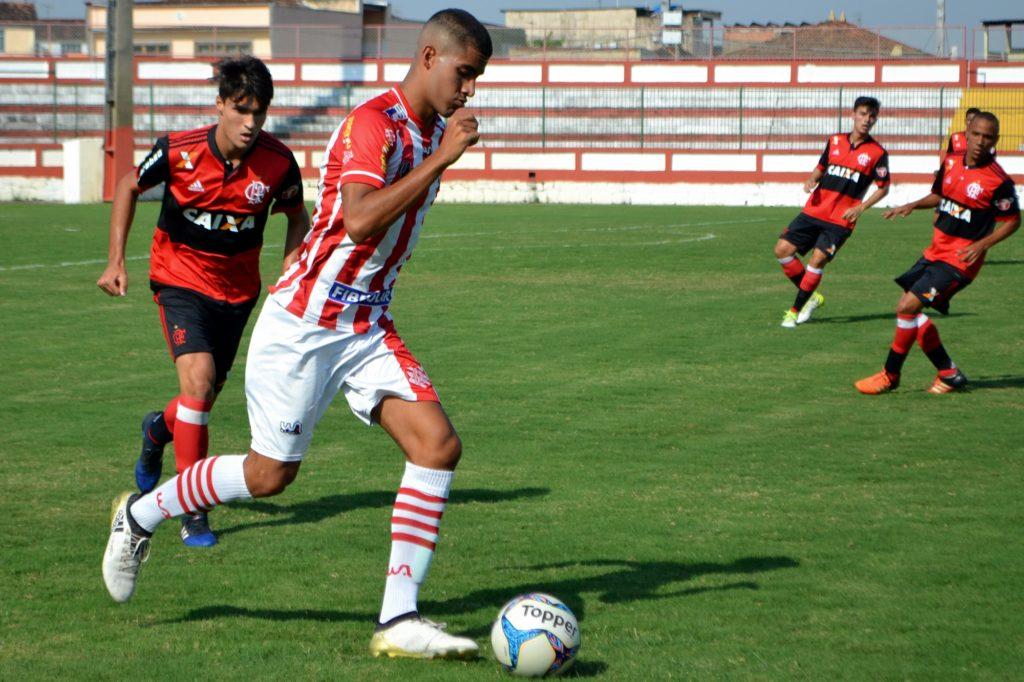 Michel marcou o gol banguense diante do Flamengo (Foto: Emerson Pereira/Bangu)