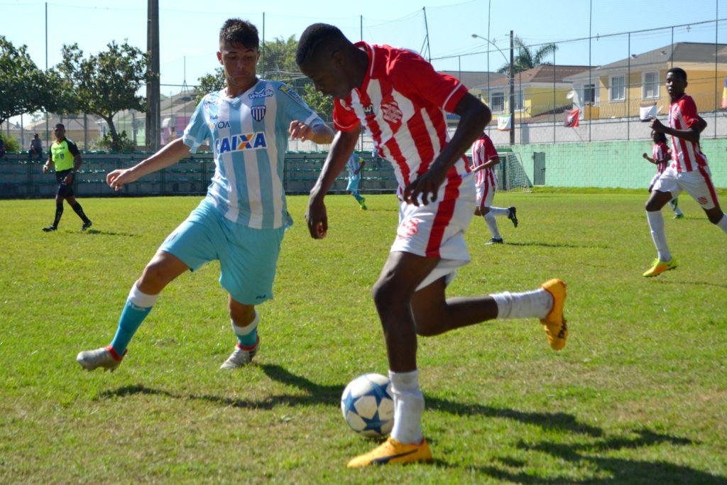 Douglas Alves foi um dos destaques do Alvirrubro na competição; ele marcou o gol contra o Avaí (Foto: Emerson Pereira/Bangu)