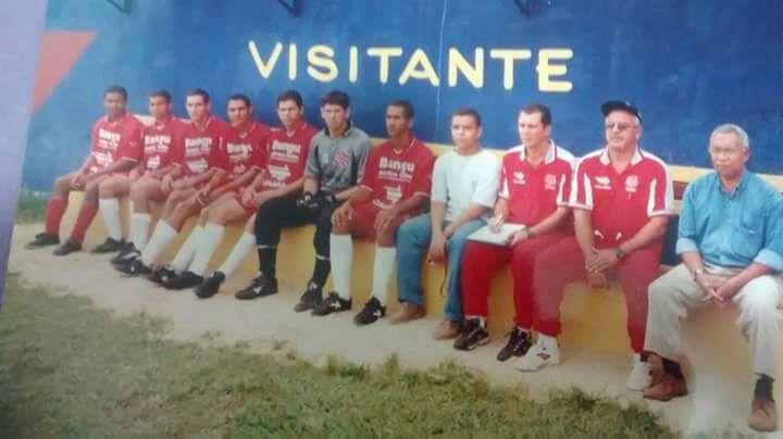Sr. Abreu, o primeiro da direita para esquerda